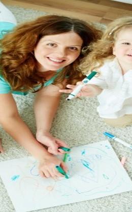 enseñando a niño a colorear